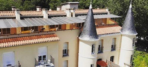 Castel Emeraude***